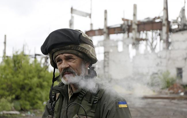В АТО за добу поранено двох українських військових, - штаб