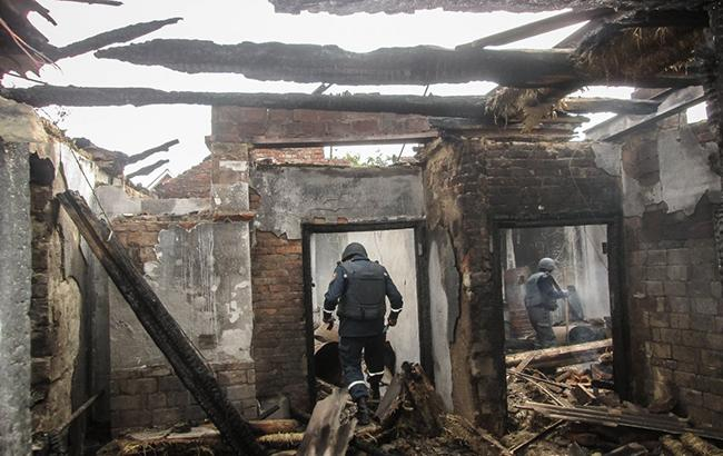 Местные жители постепенно возвращаются в Калиновку и самостоятельно чинят дома (видео)