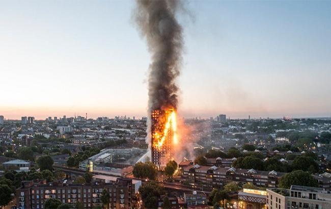 Фото: пожежа в Лондоні (twitter.com-JohnJBostock)
