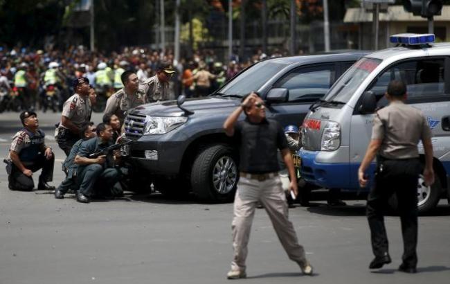 Фото: серия взрывов в Индонезии (Reuters)
