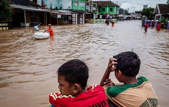 У зоні повені в Індії опинилися більше 60 тис. осіб