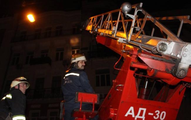 В результаті пожежі у п'ятиповерхівці в центрі Києва загинув чоловік