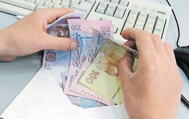 """Фото: 60,6% підприємців виплачують """"тіньові"""" зарплати"""
