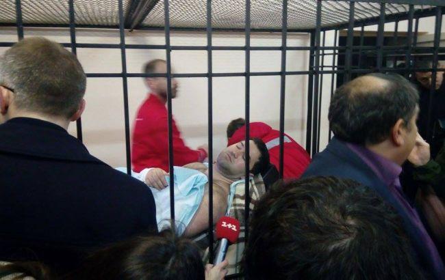 Фото: представники суду щодо Роману Насірову пішли на нараду