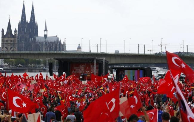 Фото: мітинг у Туреччині
