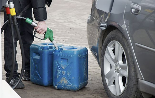 Цена на бензин в Украине будет падать, но только до июня: прогноз эксперта