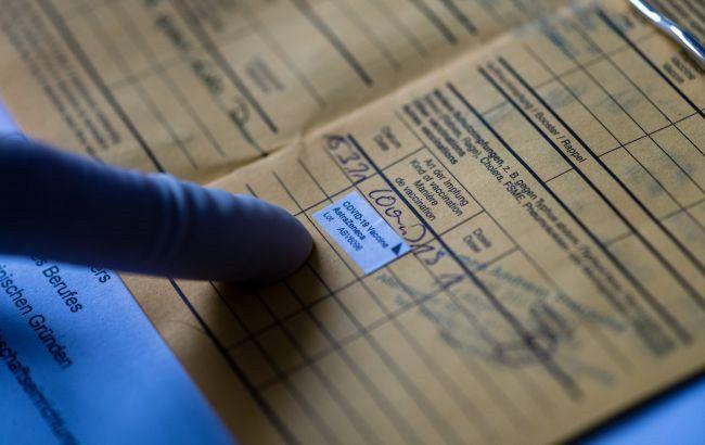 В Україні за підробку сертифікатів про вакцинацію порушили 30 кримінальних справ