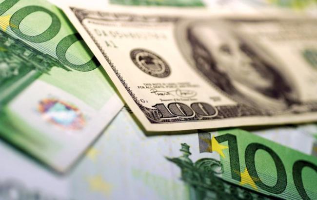 НБУ на 26 августа ослабил курс гривны к доллару до 25,33