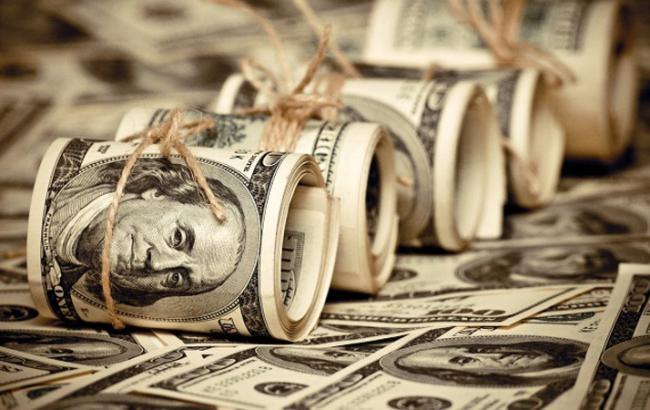 Курс доллара на межбанке в 10:00 сохранился на уровне 24,83 гривен
