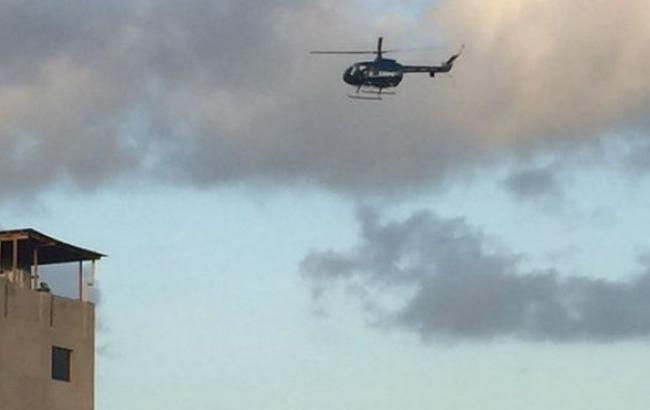 Фото: вертоліт біля будівлі суду у Венесуелі (Twitter)