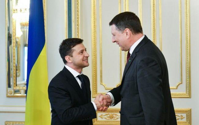 Зеленский поблагодарил президента Латвии за неизменную поддержку Украины