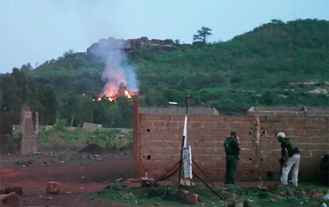Фото: курорт Le Campement Resort после атаки (скриншот видео aljazeera)