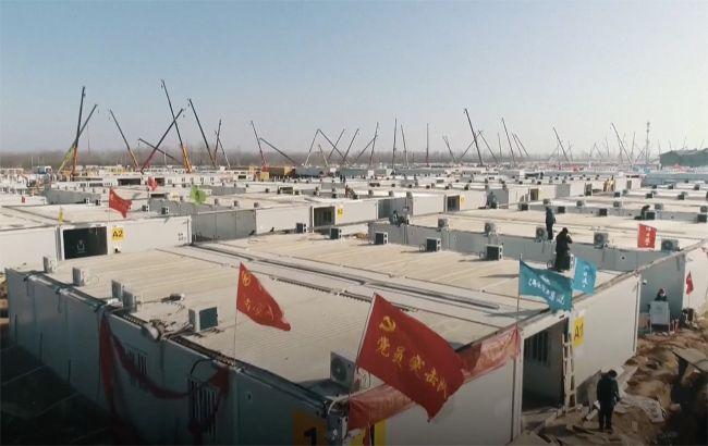 Китай завершает строительство карантинного центра. Он рассчитан на 4 тысячи человек