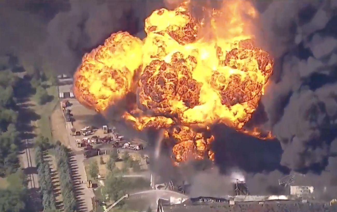 В США масштабный пожар на химическом заводе. Власти объявили эвакуацию