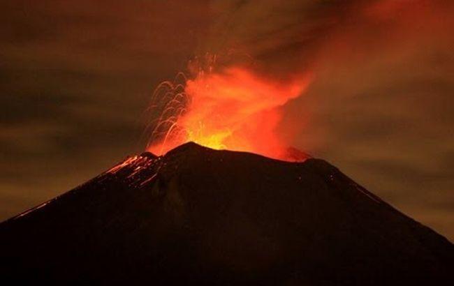 В Мексике взорвался один из самых больших вулканов в мире: мощное видео
