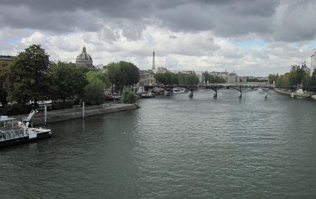 Сена затопила улицы города— Наводнение встолице франции