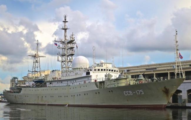 Фото: российский корабль прошел вблизи американской базы подлодок