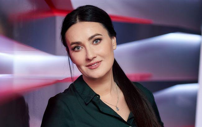 Соломия Витвицкая сияет своей фирменной улыбкой на обложке модного глянца (фото)