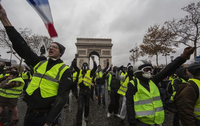 """Протести """"жовтих жилетів"""" у Франції: кількість затриманих зросла до 700 осіб"""