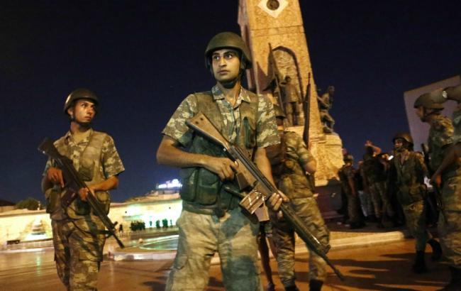 Фото: в Турции арестованы военные, пытавшиеся захватить Эрдогана