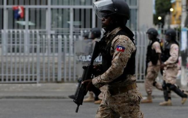 Фото: на Гаїті вчинено масову втечу з в'язниці