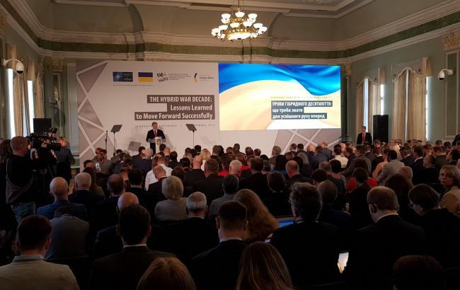 Українські військові пачками викривають російських пропагандистів, - Порошенко