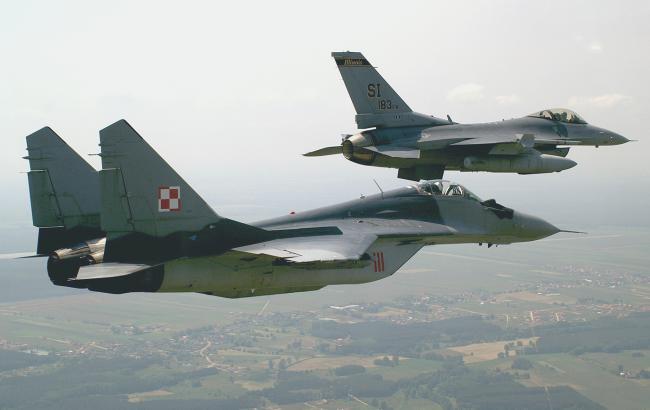 Фото: польские ВВС перехватили российский легкомоторный самолет