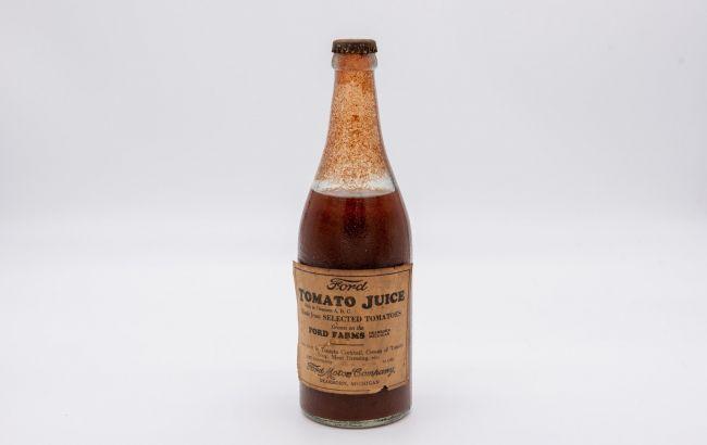 83-летнюю бутылку томатного сока Ford продадут с аукциона