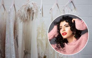 Топ-стилист мейковер-шоу назвал вещи, которые срочно надо выбросить из гардероба