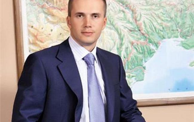 Фото: суд зняв арешт з частини засобів Олександра Януковича