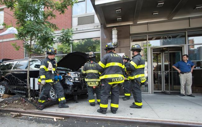 У Нью-Йорку позашляховик наїхав на людей на тротуарі, є постраждалі