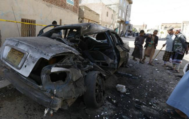Фото: в Адене взорвали автомобиль