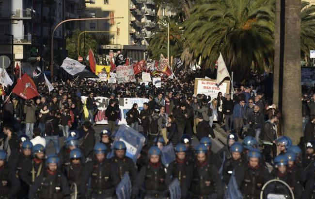 Фото: у Неаполі протестують проти лідера правої партії