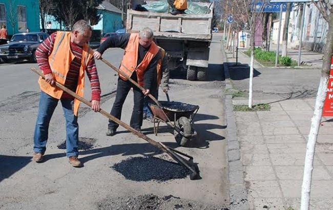 Путевое решение: где Кабмин будет искать деньги на дороги Украины в 2016 году