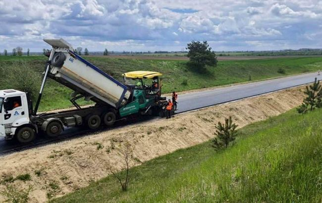 Во Львовской области задействовали более 100 единиц техники для ремонта трассы Р-15