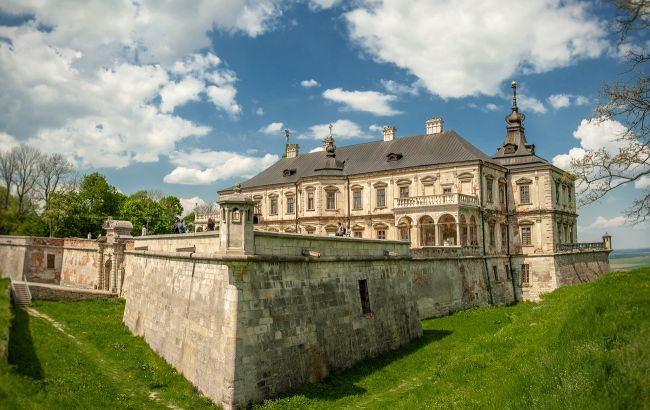 Декорации из сказки: лучшие замки Украины для первых путешествий весной