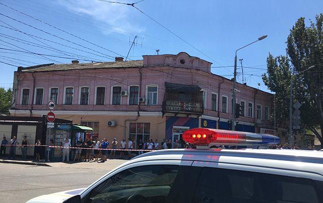 В Одессе неизвестный захватил в заложники работницу финучреждения