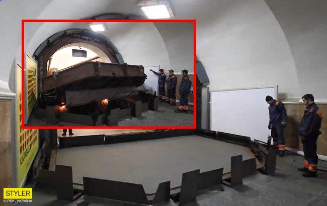Смотрите, как в метро Киева работает гермозатвор на случай ядерной войны или наводнения (видео)
