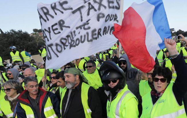 """Во Франции """"желтые жилеты"""" жгут пункты оплаты за проезд по автомагистралям"""
