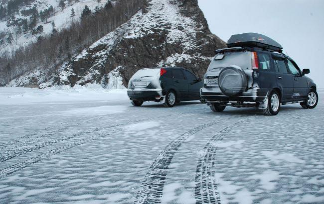 Фото: Водіїв хочуть штрафувати за літню гуму взимку (vse-krugom.ru)