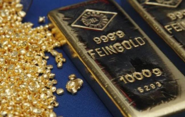Фото: золото подешевшало на 1%