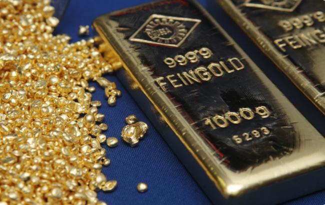 Фото: золото подешевело на 1,4%