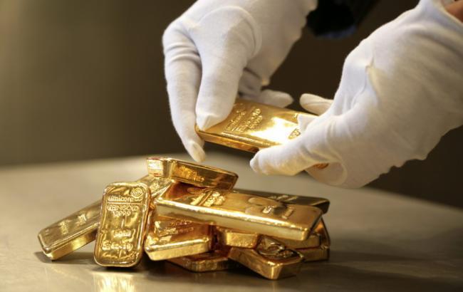 Фото: золото подорожчало на 2,1%