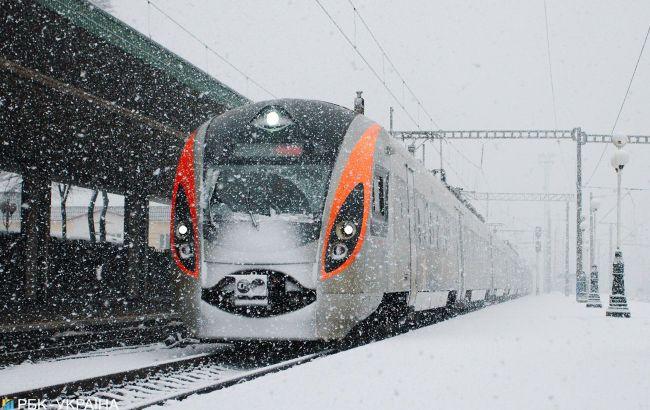 Рух поїздів затримується більше ніж на дві години: УЗ назвала причину
