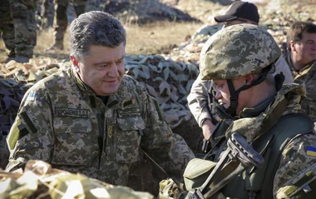 Порошенко відзначив держнагородами 238 українських військових, у тому числі 169 - посмертно