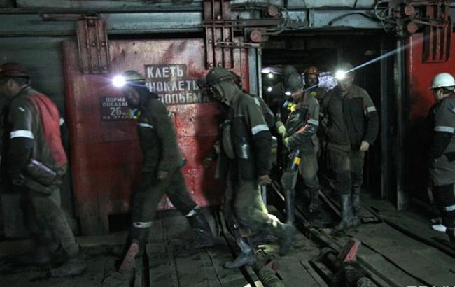"""З обстріляної  шахти Первомайська"""" піднято на поверхню 6 гірників, - Міненерго"""