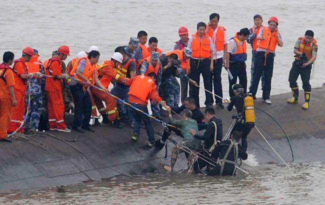 Число жертв крушения парома в Китае возросло до 18
