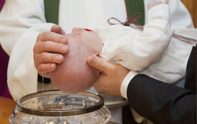 Кого нельзя выбирать в крестные ребенку: прислушайтесь к этим советам
