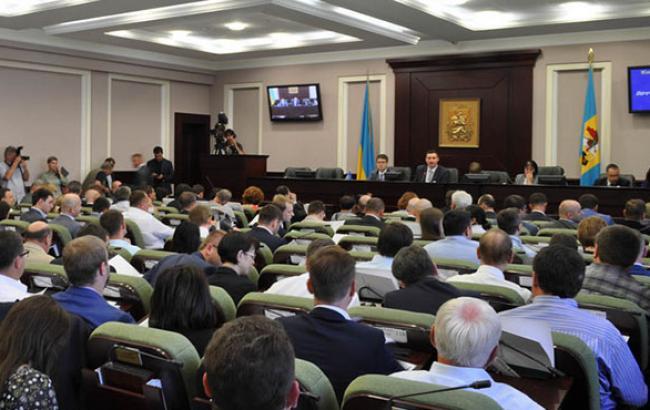 Київрада припинила повноваження трьох 3 депутатів у зв'язку з їх обранням у Раду