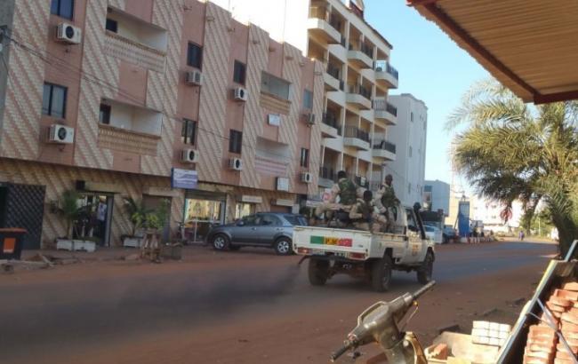 Фото: штурм отеля в Мали